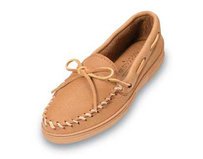 Women Straight Plug Natural Moosehide Minnetonka Moccasin