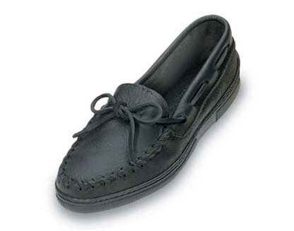 Women Straight Plug Black Moosehide Minnetonka Moccasins