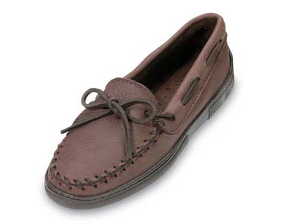 Women Straight Plug Chocolate Moosehide Minnetonka Moccasins